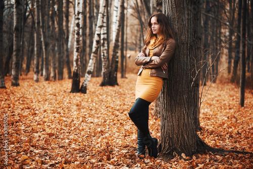 Obraz na plátně  Pretty woman in the autumn park