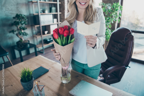 Photo Cropped photo of beautiful blond business lady came workplace morning holding li