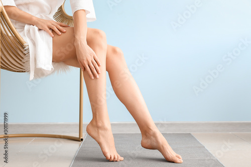 Woman with beautiful legs after depilation at home Poster Mural XXL
