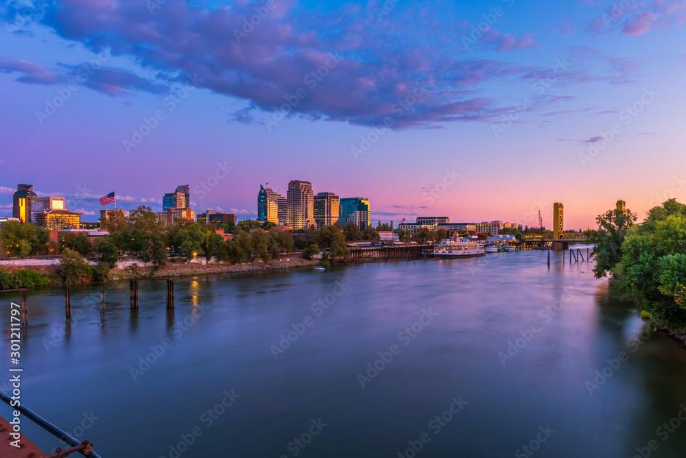 Fototapeta Skyline of Sacramento, California, USA at Dusk with Sacramento river and Tower Bridge