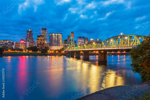 Skyline of Portland, Oregon, USA at dusk, with Willamette River and Hawthorne Br Fototapeta