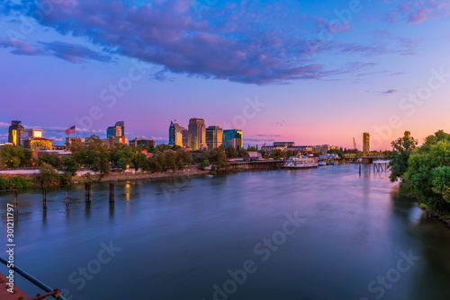 Obraz Skyline of Sacramento, California, USA at Dusk with Sacramento river and Tower Bridge - fototapety do salonu