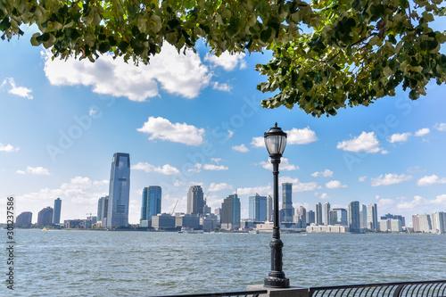 Carta da parati New Jersey skyline from Battery Park in a sunny day