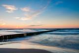 Fototapeta Fototapety z morzem do Twojej sypialni - Falochrony na morzu bałtyckim w Jarosławiec
