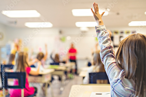 Fotografia education and school concept little student girl studying at school arm up