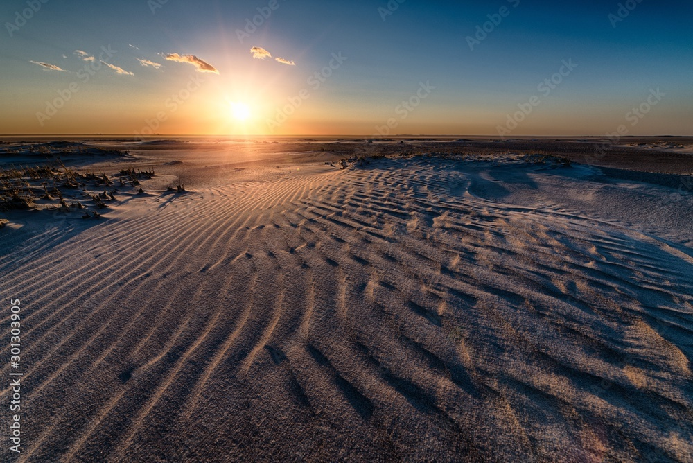 Fototapety, obrazy: Beautiful sunrise at the beach creating the perfect atmosphere for a morning walk
