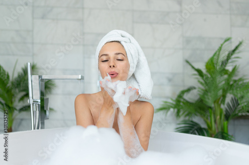 Cuadros en Lienzo Beautiful girl taking bath with bubble foam at home