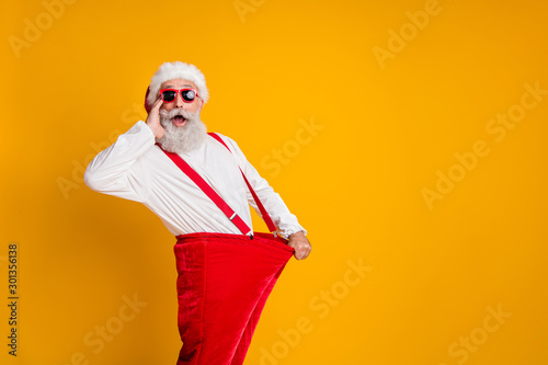 Fotomural Profile side photo of crazy funky white beard hair santa claus in hat hold big s