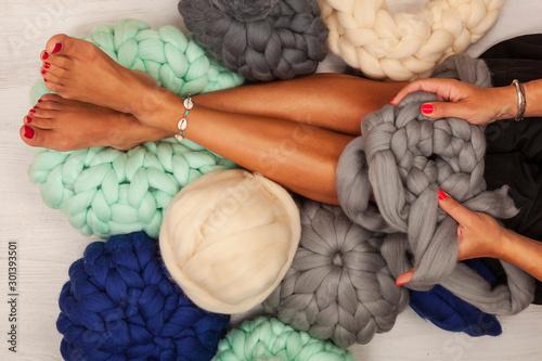 Canvastavla  Young woman knit chunky merino pouf.