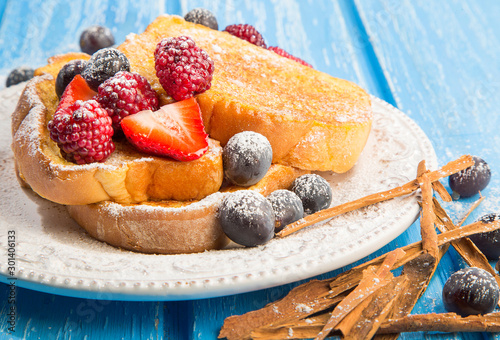 Breakfast of french toast with strawberries and blueberries фототапет