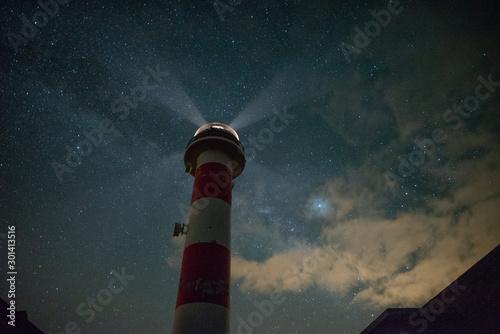 Bonito paisaje nocturno con muchas estrellas Canvas-taulu
