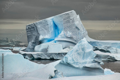 Spoed Foto op Canvas Antarctica Unique Iceberg with Blue Crack