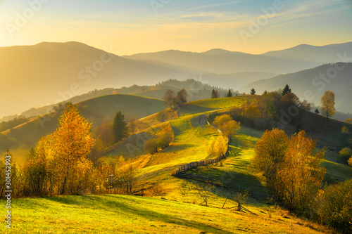 Montage in der Fensternische Honig Autumn landscape with mountains at sunset