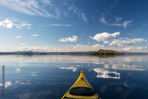 Pinturas sobre lienzo  Escursione in kayak sul lago di Bolsena