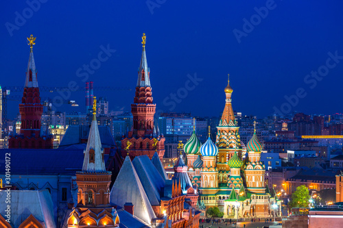 Foto auf Leinwand Altes Gebaude St. Basil's Cathedral on Red Square in Moscow at night, Ancient Moscow St. Basil's Cathedral is the main tourist attraction of city, Russia.