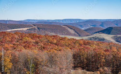 Photo View over hills and mountains of West Virginia towards the new US48 highway acro