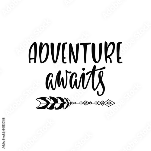 Photo Inspirational vector lettering phrase: Adventure awaits