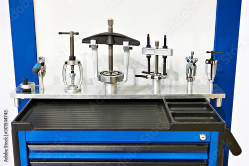 Obraz Workbench and tools for bearings - fototapety do salonu