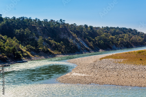 Photo A beautiful view with water, pebbles and hills  in Manas National Park, Assam, I