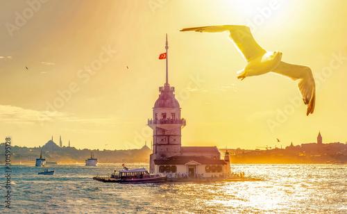 Foto auf Gartenposter Beige Maiden's Tower in istanbul, Turkey (KIZ KULESI - USKUDAR)