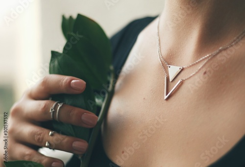 Fotografía  Tender jewerly on female neck, close up shot