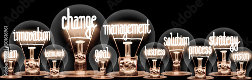 Foto  Light Bulbs with Change Management Concept