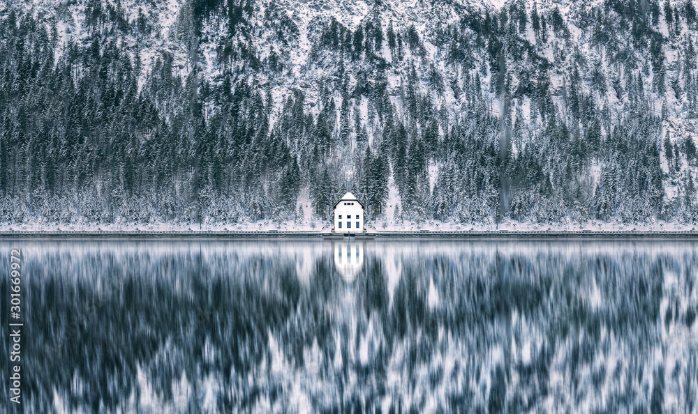 Fototapety, obrazy: Hut on Lake Plansee in Austria during Winter