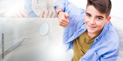 Fotografia young teenager or child with orthodontics