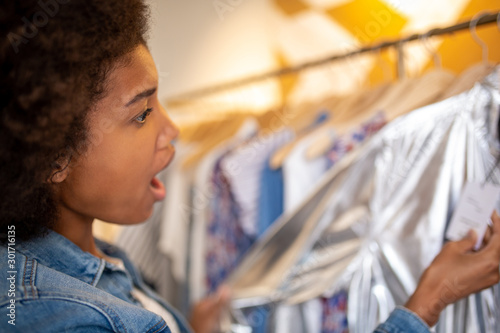 Pinturas sobre lienzo  Side of surprised young african american woman with afro  shopping for clothes i