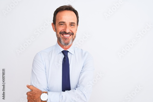 Photo Middle age businessman wearing elegant tie standing over isolated white background happy face smiling with crossed arms looking at the camera