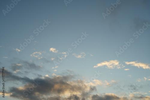 Montage in der Fensternische Darknightsky Altostratus cumulus clouds