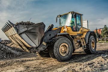 buldożer na placu budowy