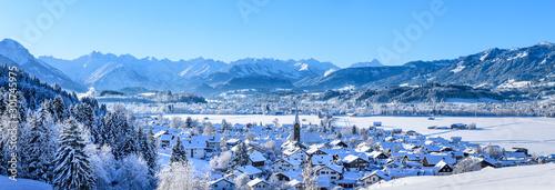 Obraz na plátne herrlicher Sonnenschein im frisch verschneiten Allgäu