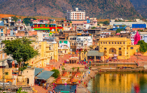 Foto auf Leinwand Orange Panoramic view on Holy Lake and city Pushkar, Rajasthan, India.