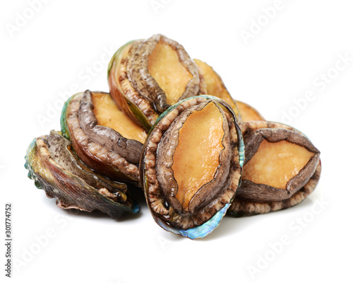 Photo Raw abalones on the white background