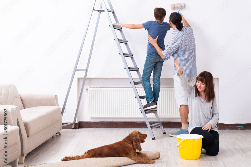 Fototapety, obrazy: Young family doing home renovation