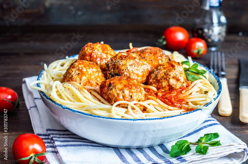 meatball in fresh tomato sauce on a bed of freshly cooked spaghetti Fototapeta