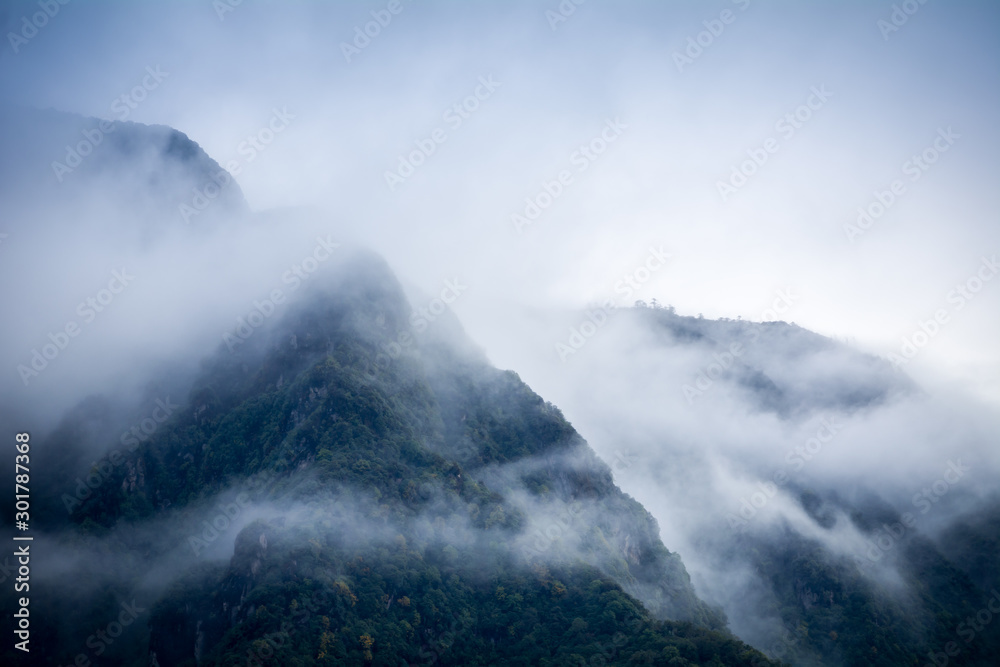 Fototapety, obrazy: Mountain and clouds