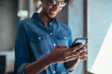 Obraz na płótnie Canvas Businesswoman using cell phone