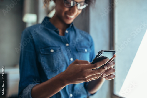 Businesswoman using cell phone - 301801104