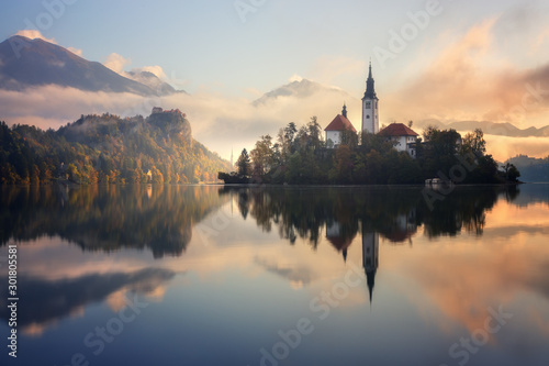 Fototapeta  Stunning sunrise on Bled lake in Slovenia with the Pilgrimage Church of the Assu