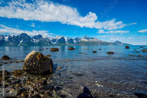 Autocollant pour porte Europe du Nord Norway. Stones on the coast of the Norwegian Sea
