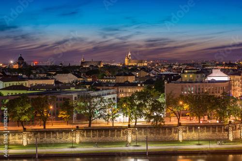 Fotobehang Lavendel Widok na Stare Miasto w Krakowie po zachodzie słońca, Bazylika Mariacka, Polska