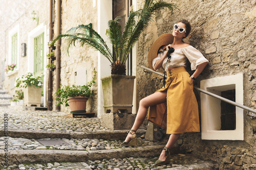 Obraz Young woman posing on the streets of small Italian town - fototapety do salonu