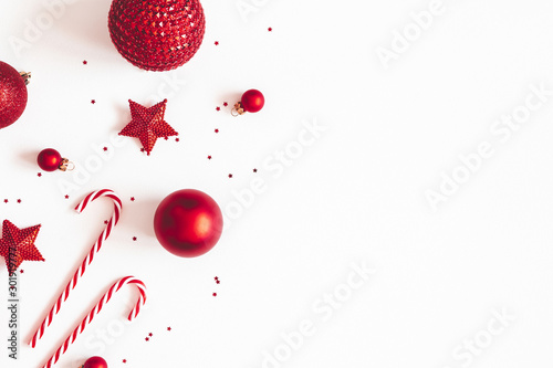 In de dag Bol Christmas composition. Red decorations on white background. Christmas, winter, new year concept. Flat lay, top view, copy space