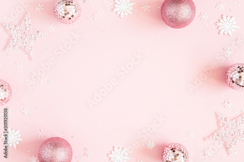 Fond de hotte en verre imprimé Roses Christmas composition. White decorations on pastel pink background. Christmas, winter, new year concept. Flat lay, top view, copy space