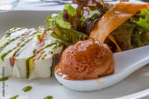 Vászonkép marbré de légumes, salade et sorbet tomates
