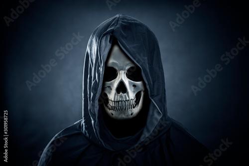 Fotografía  Grim reaper in the dark