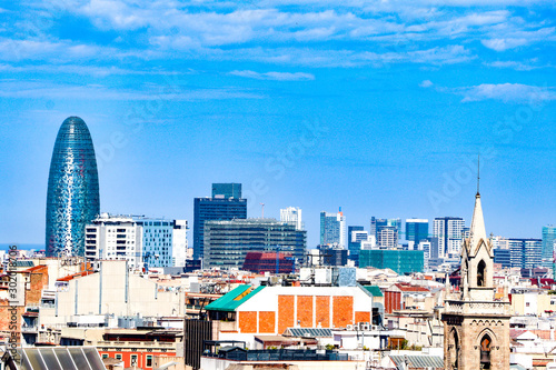 Montage in der Fensternische Barcelona Barcelona skyline with blue sky