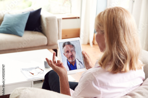 Canvastavla  Mature Woman Having Online Consultation With Doctor At Home On Digital Tablet